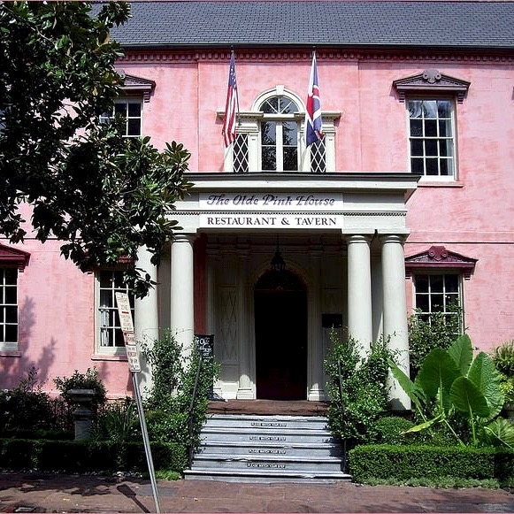 the-olde-pink-house-restaurant-tavern-23-abercorn-street-reynolds-square_5437822_m (1)